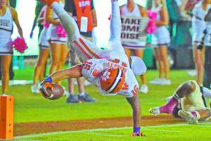Tight end Jordan Leggett dives for the game-winning touchdown. Credit: Zachary Hanby.